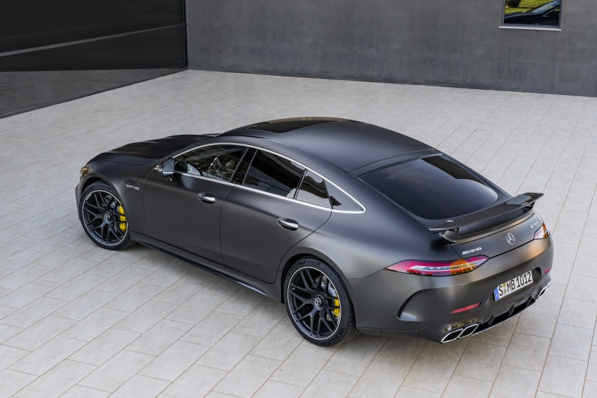 Mercedes-AMG GT 63 S 4MATIC+ 4-Türer Coupé, AMG Carbon-Paket, Exterieur: Außenfarbe: Graphitgrau magno, Rad: AMG Schmiederad im 7-Doppelspeichen-Design, Farbvariante schwarz;Kraftstoffverbrauch kombiniert: 11,2 l/100 km; CO2-Emissionen kombiniert: 256 g/km* (vorläufige Daten)  Mercedes-AMG GT 63 S 4MATIC+ 4-Door Coupé, AMG Carbon-packet, Exterior: Exterior paint: graphite grey magno, Wheel: AMG Performance wheels in 7-double crossing design, colour variation black;Fuel consumption combined: 11,2 l/100 km; CO2 emissions combined: 256 g/km* (provisional data